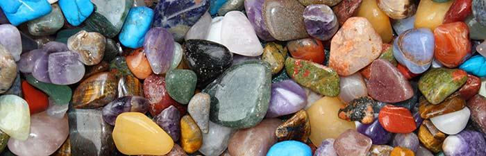 Pintar piedras decorar piedras de playa y de r o for Pintura para pintar piedras