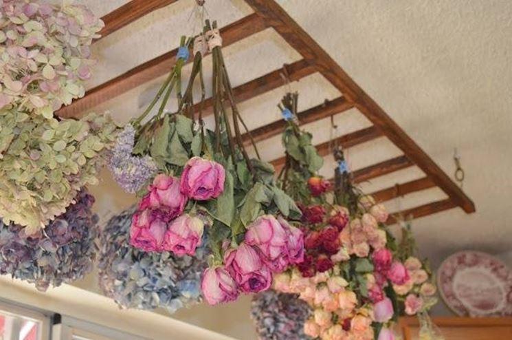 Hacer flores secas: secado al aire