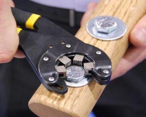 Llave universal para desatornillar tornillos